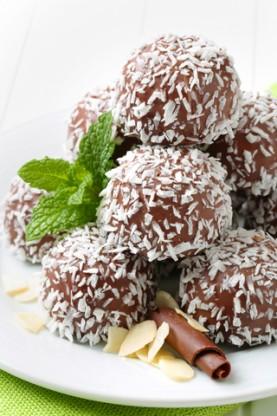 Low-Sugar Chocolate Coconut Balls
