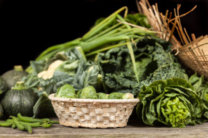Non-starchy vegetables should play a major role in a diabetes diet. Keep dark green leafy vegetables (including romaine lettuce, spinach, kale, and arugula) on hand. Asparagus, broccoli, cucumbers, peppers, and salad greens should also be regularly on the menu.