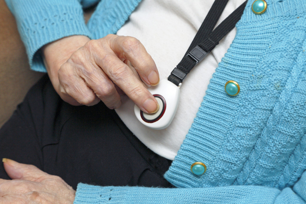 A senior alert system gives elderly folks who need help to get it with the push of a button.