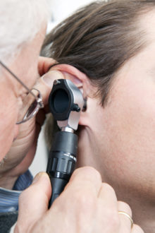 middle ear infection symptoms