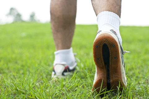 5 Natural Remedies for Athlete's Foot: Good Hygiene, Tea Tree Oil, Garlic, and More
