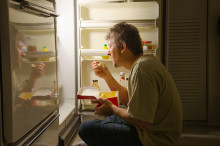 Is It Bad to Eat at Night? 6 Reasons to Avoid Nighttime Meals and Snacks