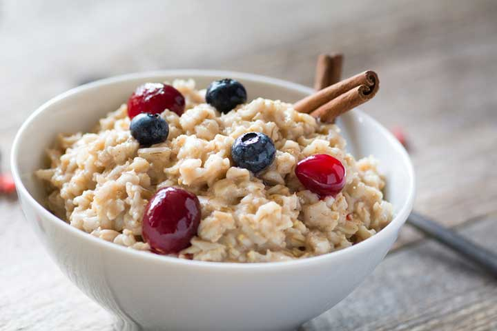 bowl of oatmeal to promote lowering cholesterol